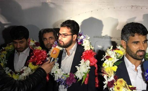 ۴ مرزبان آزاد شده از دست تروریستهای جیش الظلم به میهن بازگشتند