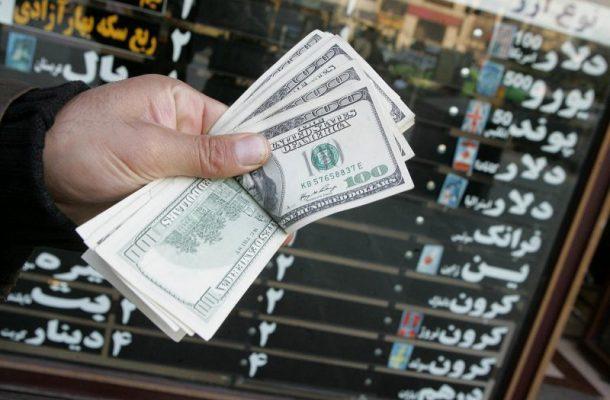 فروش ارز سهمیهای در صرافیها فعلاً متوقف شد