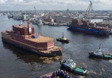 روسیه اولین نیروگاه هستهای شناور جهان را به آب انداخت + عکس