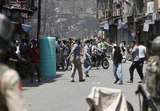 رویترز: در مهمترین شهر «کشمیر» حکومت نظامی برقرار شد