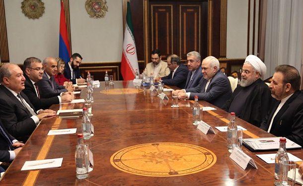 روحانی: توسعه روابط با کشورهای همسایه از اصول سیاست خارجی ایران است