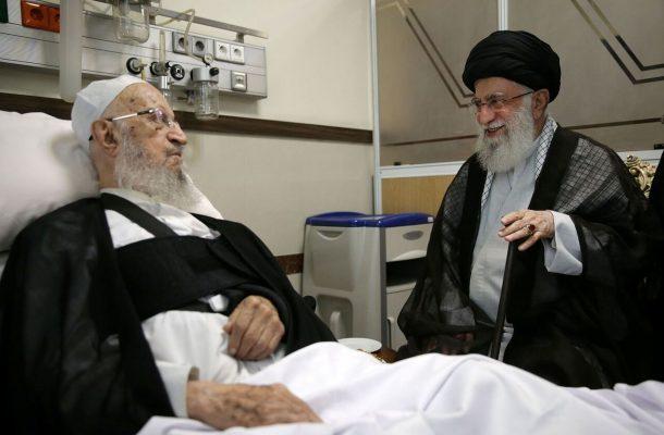 رهبر انقلاب از حضرت آیت الله مکارم شیرازی عیادت کردند