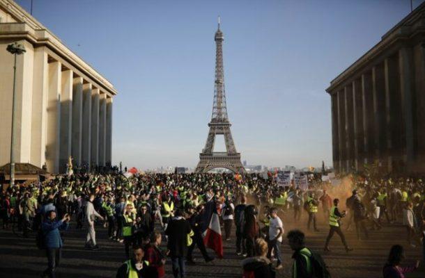 شنبههای ناآرام پاریس ادامه مییابد