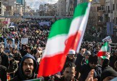 آسوشیتدپرس: ایرانیها همزمان با تنش با آمریکا در سرتاسر کشور پیروزی انقلاب را جشن گرفتند