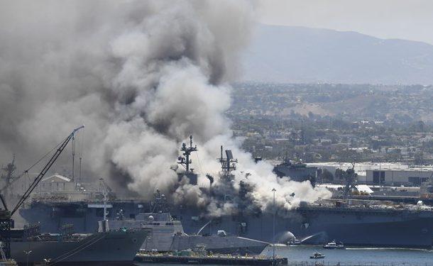 مجروح شدن ۱۸ ملوان آمریکایی در آتش سوزی ناو «بونهام ریچارد»